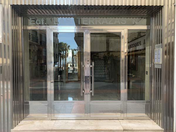 Puerta de portal en acero inoxidable con doble hoja